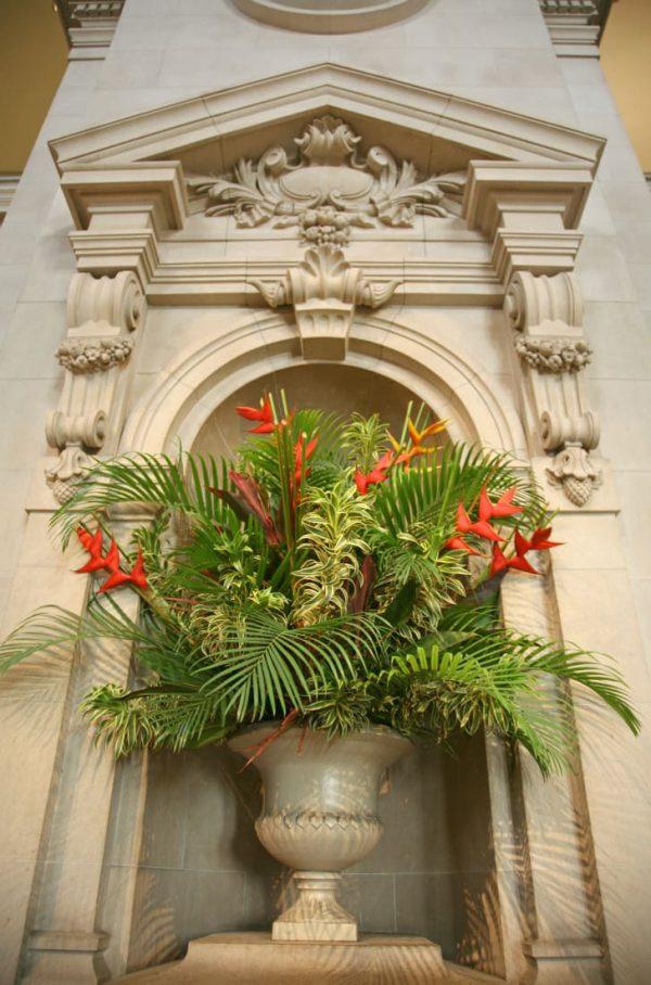 Cắm hoa nhiệt đới tại Met. Ảnh: ISTOCK.COM/TERRAXPLORER