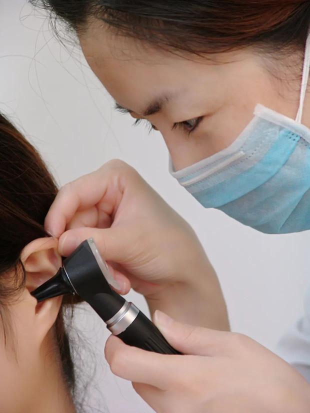 Khoảng 1,1 tỷ người trẻ tuổi có nguy cơ bị điếc do tiếp xúc quá nhiều với các thiết bị âm thanh