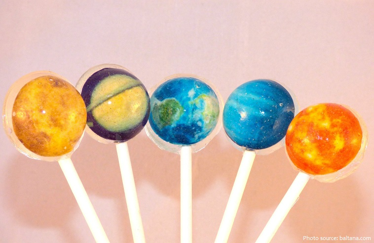 Công ty Spangler Candy có thể sản xuất ba triệu chiếc mỗi ngày, con số này không đủ để đáp ứng nhu cầu tiêu thụ kẹo mút ở Hoa Kỳ