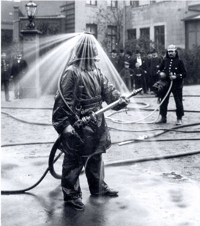 Bộ đồ cứu hoả đầu thế kỷ 20