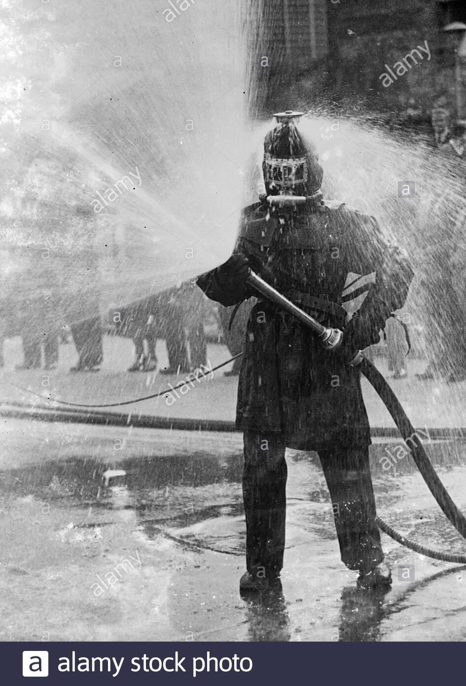 Bộ đồ lính cứu hoả năm 1936