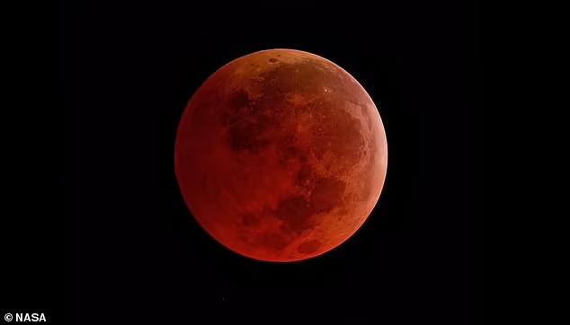 Tuần tới, siêu trăng sẽ kết hợp với nguyệt thực, khiến vệ tinh tự nhiên của chúng ta xuất hiện lớn hơn và đỏ hơn bình thường