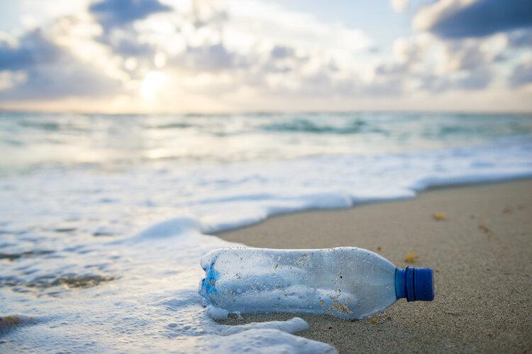 Vỏ chai nhựa. Ảnh: drinklavit.com