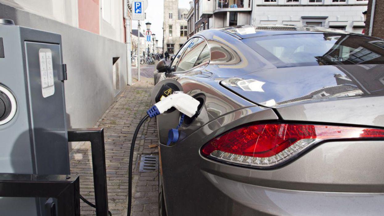 Đăng ký ô tô điện đã tăng 41% vào năm 2020. Reza Estakhrian / Getty Images