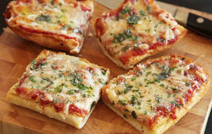 Pizza nhỏ với giăm bông và phô mai