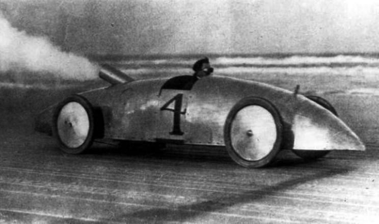Stanley Steamer lập kỷ lục vào năm 1903 tại Bãi biển Daytona Nguồn: Wikimedia Commons