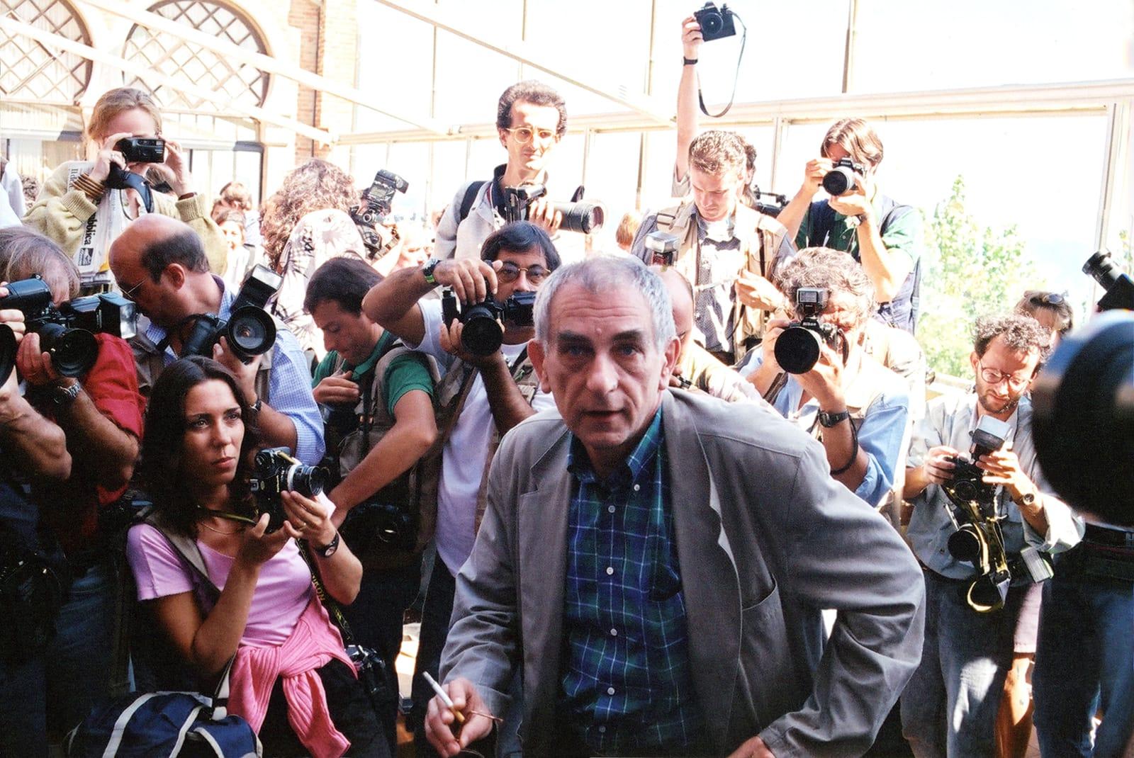 Kieślowski và nhà sản xuất Marin Karmitz đã lên kế hoạch cho các bộ phim được công chiếu liên tiếp tại ba liên hoan phim lớn của châu Âu.