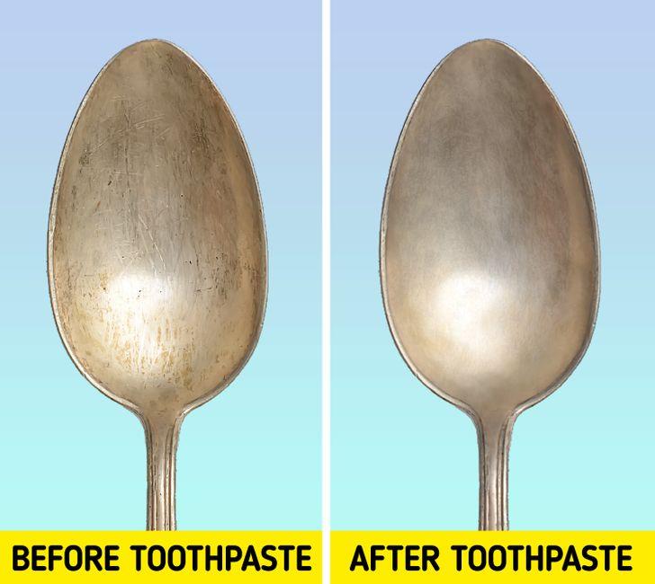 Bạn có thể thử chà thìa bằng kem đánh răng, những chiếc thìa của bạn sáng bóng như mới