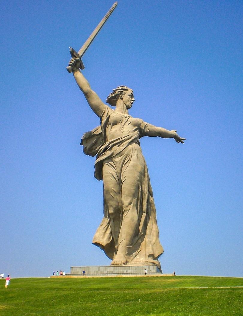 Trên khắp Liên Xô, hiện nay có một số tượng đài dành riêng cho РОДИНА-МАТЬ. Một trong những cái nổi tiếng nhất nằm ở Volgograd (Stalingrad cũ).