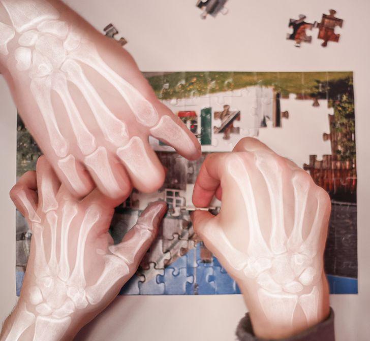 Phần lớn xương nằm trong tay của chúng ta