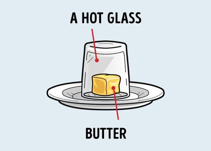 Một chiếc cốc nóng sẽ khiến bơ của bạn mềm ra trong chốc lát.