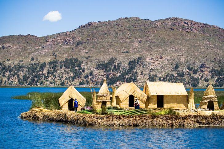 """hồ Titicaca là một nơi rất linh thiêng. Bản thân cái tên này xuất phát từ ngôn ngữ Quechua, được người Inca nói và có nghĩa là """"tảng đá của puma""""."""