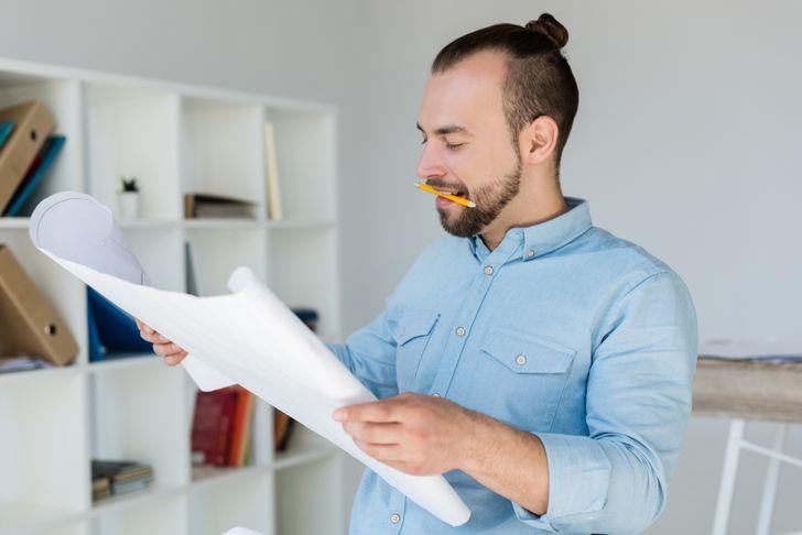 Ngậm một cây bút chì trong miệng có thể giúp tâm trạng của bạn thoải mái hơn. Ảnh: © depositphotos.com