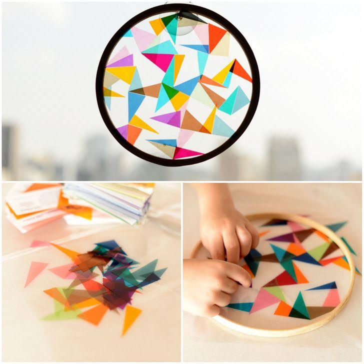 Làm thấu kính khúc xạ ánh sáng để cho trẻ xem nhiều màu sắc đậm nhạt khác nhau.