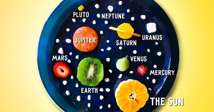 có một bữa ăn nhẹ và học được tên của các hành tinh.