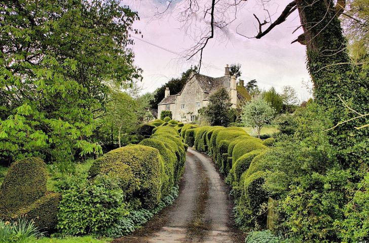 Devon, thường được gọi là Devonshire, là một nơi đẹp như tranh vẽ ở Anh, trải dài từ Kênh Bristol ở phía bắc đến eo biển Anh ở phía nam