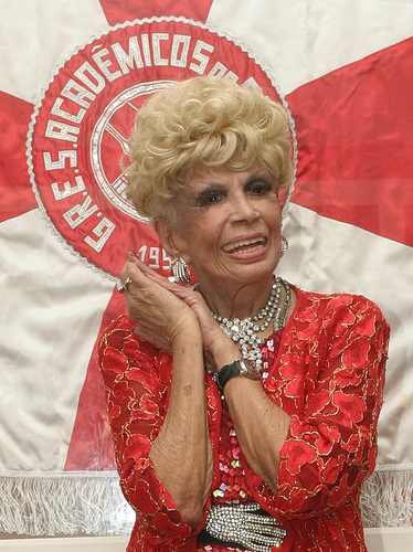 Không bao giờ né tránh ánh đèn sân khấu, Dercy Gonçalves là một trong những nữ diễn viên hoạt bát nhất Brazil