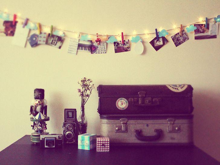 Có rất nhiều cách thú vị để sắp xếp ảnh trong phòng của bạn như là sử dụng khung ảnh trang trí