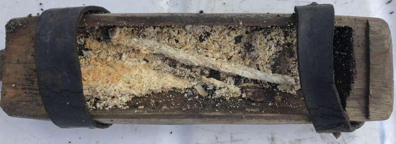 Hộp nến 500 năm trước được tìm thấy trong sông băng tan chảy ở Na Uy
