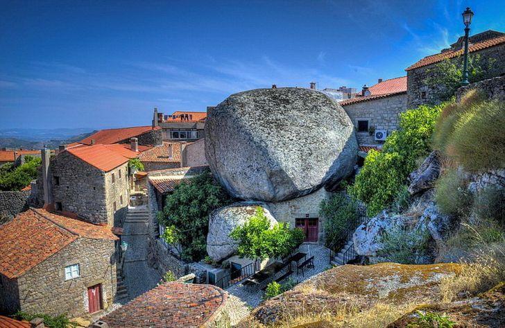 Monsanto là một ngôi làng nhỏ xinh đẹp ở vùng nông thôn Bồ Đào Nha.
