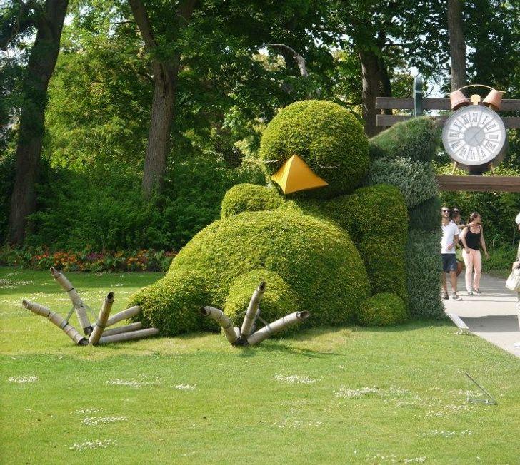 Một chú gà con khổng lồ đang có một giấc ngủ trưa quý giá ở Nantes