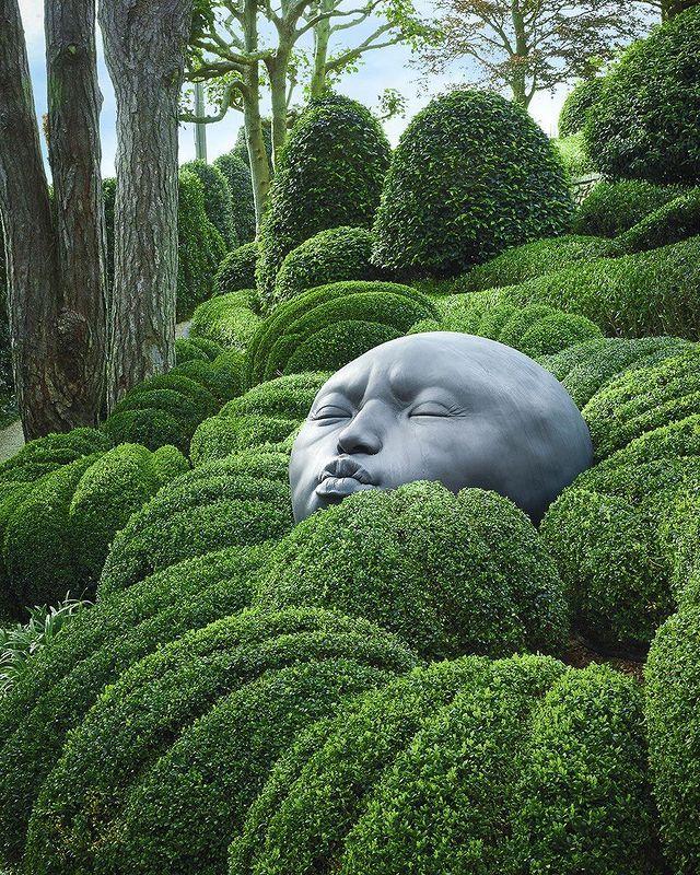 """Khu vườn đá """"mặt người"""" siêu lạ kỳ ở Les Jardins d'Etretat ở Pháp"""