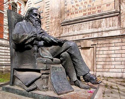 Đài tưởng niệm Dmitriy Mendeleev ở St Petersburg, Nga