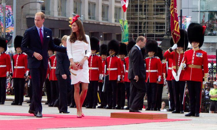 Công tước và Nữ công tước xứ Cambridge tại lễ kỷ niệm Ngày Canada chính thức ở Ottawa, 2011, trong chuyến lưu diễn đầu tiên bên ngoài Vương quốc Anh.