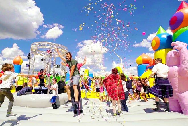 Giá vé cho The Big Bounce America dao động từ $ 12 đến $ 21 tùy theo độ tuổi. Các phiên nhảy được dựa trên độ tuổi: trẻ mới biết đi, trẻ em, trẻ lớn hơn và người lớn.