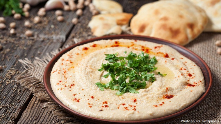 Hummustự nhiên có nhiều chất béo tốtvì trong hạt mè và thành phần dầu ô liu, với khoảng 1 muỗng canh (30g) chứa 8g chất béo không bão hòa