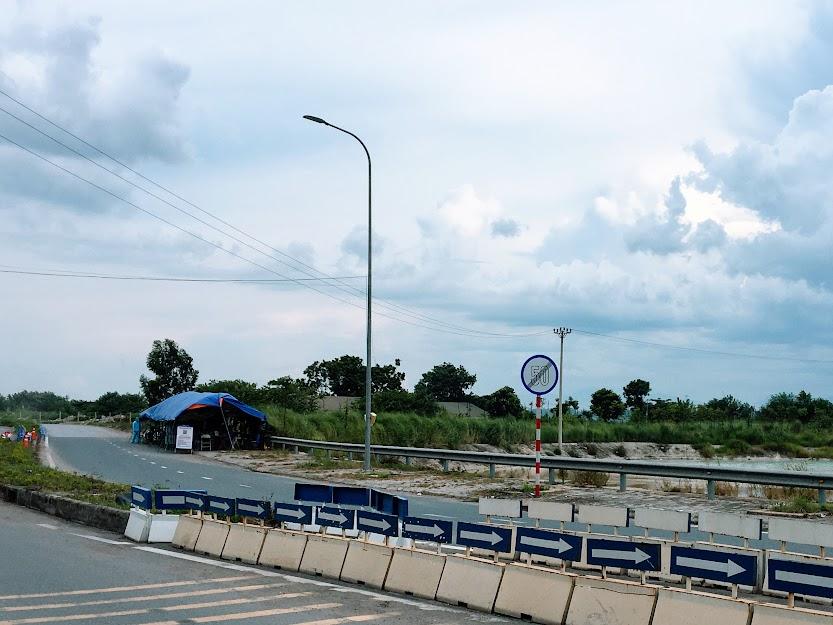 Chốt kiểm soát dịch cầu Văn Lang (đầu cầu bên thành phố Việt Trì)