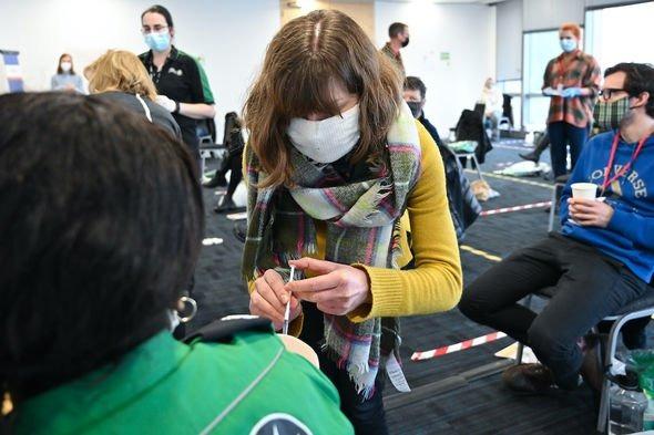 Các bác sĩ tiêm chủng hiện đã cung cấp tổng cộng hơn 70 triệu mũi tiêm tại Vương Quốc Anh (Hình ảnh: GETTY)
