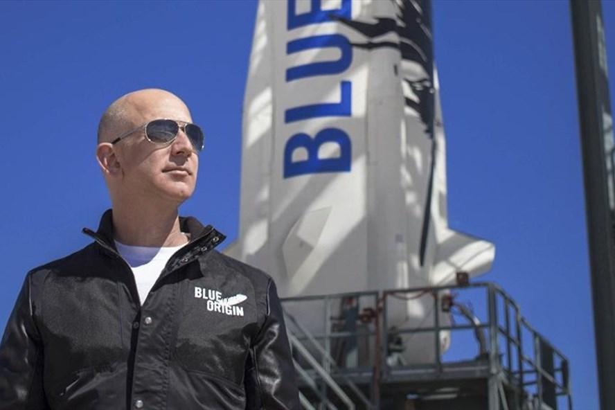 Tỉ phú Jeff Bezos sẽ có mặt trên chuyến bay tới rìa không gian của Blue Origin vào 20.7 tới. Ảnh: AFP