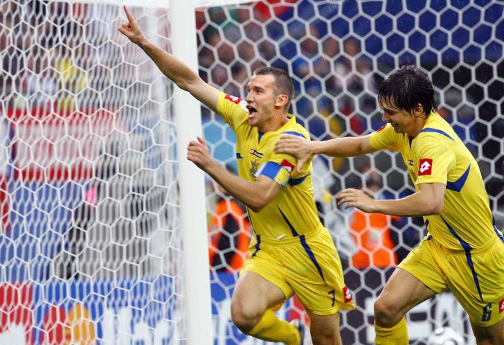 SHEVCHENKO QUAY TRỞ LẠI SAU KHI GHI BÀN CHO UKRAINE TẠI WORLD CUP 2006