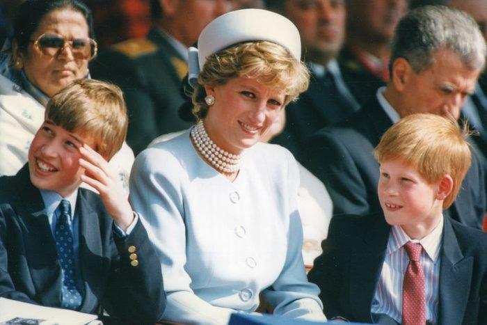 Công nương Diana với các con trai của mình, Hoàng tử William và Hoàng tử Harry, vào tháng 5 năm 1995