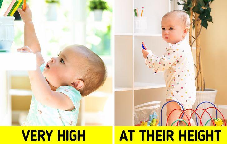 đồ chơi và sách của trẻ luôn trong tầm với của trẻ