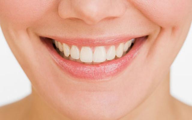Răng được cấu tạo bởi canxi , phốt pho và các khoáng chất khác